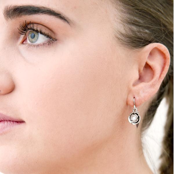 model : earring: white snow blossom earring: lge_0094